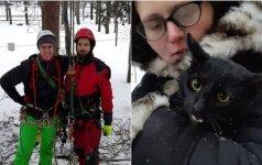 Vilniečiai aukščio neišsigando: išlaisvino bejėgį katiną iš savaitę trukusių kančių