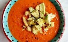 Nesušalkite: keptų paprikų sriuba