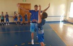 Būsima NBA žvaigždė? Jaunasis krepšininkas stovykloje Palangoje įveikė M. Kuzminską
