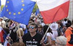 Lenkijos pareigūnai renka informaciją apie antivyriausybinių protesto akcijų dalyvius