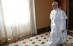 """Vatikane vyksta """"Kortų namelis"""": grumiasi popiežių palaikantieji ir prieštaraujantieji"""