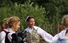 Aistės Jasaitytės mergvakaris - su tautiniais drabužiais ir rūtų vainikėliu (išskirtinės FOTO)