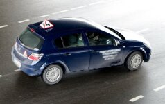 Vairavimo mokyklų vadovai: mokymo griežtinimas – didžiausia nesąmonė