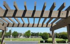 Skirtingi lauko pavėsinės stogo dangos tipai: kuris geriausias?