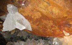 Kristaluose įkalinti mikrobai