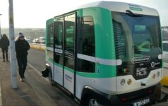 Paryžiuje pristatyta elektrinė ir autonominė viešojo transporto priemonė