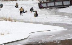 Drąsuolis ar pamišėlis: išgelbėjo skęstantį draugą – ir vėl ant ledo