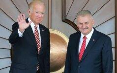 J. Bidenas: JAV liepė prokurdiškoms pajėgoms Sirijoje nesikelti per Eufratą