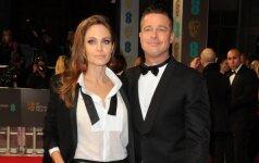 Į skyrybų advokatus kreipusis A. Jolie šeimą bando apsaugoti PASITELKUSI MAGIJĄ