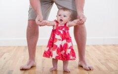 Ką gali padaryti tėvai, kad vaikas išmoktų greičiau vaikščioti?
