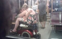 Įsimylėjėlių glamonės viešose vietose