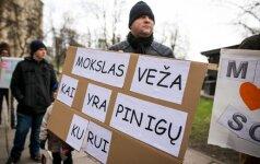 Mokslininkų situacija Lietuvoje nepavydėtina: atlyginimai vieni mažiausių ES