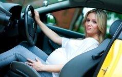 Ko nepamiršti nėščiosioms, kurios iki pat gimdymo vairuoja automobilį