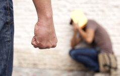 Gimnazistų žiaurumas: reketavo, mušė ir į ranką gesino smilkstančią cigaretę