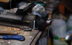Įrankiai: kodėl dirbtuvėse visuomet pravers tvirtas stalinis spaustuvas