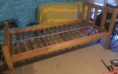 Darau pats: tvirta medinė lova iš statybinių atliekų