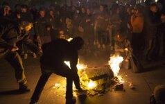 Paryžiuje naktį po rinkimų per neramumus sulaikyta virš 100 žmonių