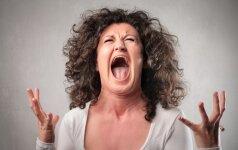 Biržų r. įsiutusi moteris nagus suleido į jautriausią vietą