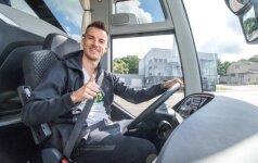 Rinktinės kandidatas A. Juškevičius išbandė neregėto komforto autobusą
