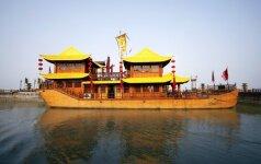 Pasidžiaugti ateinančiu pavasariu kinai plūsta prie garsiojo Šoisihu ežero