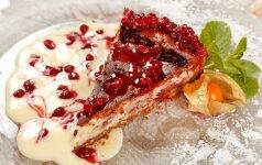 Varškės ir uogų pyragas