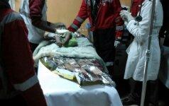 Kenijoje iš po griuvėsių ištraukta mergaitė