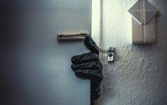 Kad grįžus po atostogų netektų nustebti: kaip išvykstant apsaugoti namus nuo pavojų