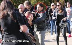 Policija prašo atpažinti nufilmuotose muštynėse dalyvavusį baikerį