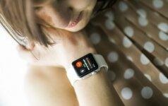 """Smarkiai sumažėjo """"Apple"""" išmaniųjų laikrodžių pardavimai"""