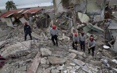 Ekvadore 13 dienų po drebėjimo išgelbėtas gyvas žmogus
