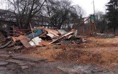 Pertvarka tabore: griaunami nelegalūs pastatai