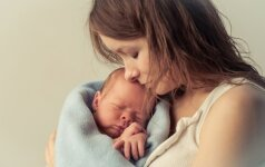 Mokslininkai dar kartą patvirtino, kodėl reikia kuo dažniau glausti gimusį vaiką