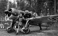 """Suomių oro pajėgų naikintuvas """"Fokker D. XXI"""" ruošiamas koviniam skrydžiui."""