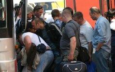 Kelios dienos emigrantų autobuse į Angliją: nesibaigiantys keiksmai, alkoholis ir gėda už tautiečius