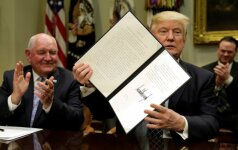 JAV teisėjas blokavo dar vieną D. Trumpo įsaką
