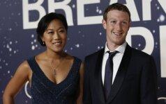 Markas Zuckerbergas su žmona Priscilla Chan apdovanojimų ceremonijoje