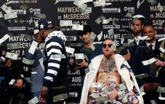 Floyd Mayweather throws money at Conor McGregor