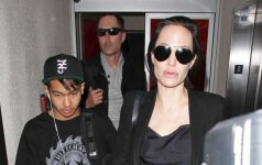 Aplinkinius baugina A. Jolie santykiai su šiuo vyru: įtarė baisiais lytiniais nukrypimais FOTO