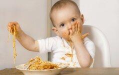 Perversmas kūdikių mityboje ar mada, kuri praeis? Gydytojos ir mamos komentarai