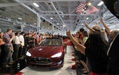"""Atnaujintos """"Tesla"""" parametrai tiesiog verčia iš koto"""