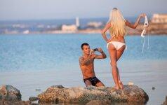 Internete plinta nauja mada - nuogų užpakaliukų nuotraukos gamtoje (FOTO)