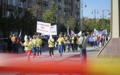 Profesinių sąjungų atstovai tęsia protestus dėl Darbo kodekso
