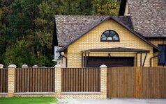 Darau pats: medinė fasadinė namo tvora ir varteliai