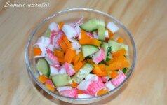 Gaivios salotos su krabų lazdelėmis