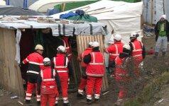 """Iš Kalė """"Džiunglių"""" pirmąją operacijos dieną evakuota per 2 tūkst. migrantų"""