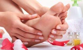 Pamirškite sausas ir suskeldėjusias pėdas: jomis puikiai pasirūpinti galima ir namų sąlygomis