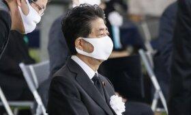 Japonijos premjeras apie COVID-19: šalis turėtų išvengti dar vienos nepaprastosios padėties skelbimo