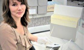 G. K. Sviderskytė Jungtinių Valstijų nacionaliniame archyve Merilende, JAV, 2013 m.