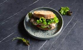 Sumuštinis su tunu – sveikiems šeimos pusryčiams