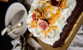 Lipnus meduolinis pyragas su kreminio sūrio kepurėle